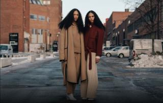 camel colored coat, turtleneck and trousers, all in one color, tone in tone, see trough boots, Bordeaux colored jacket, checkered trousers